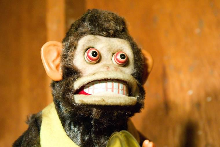 Scrittori bugiardi: l'immagine di una buffa scimmia cattiva