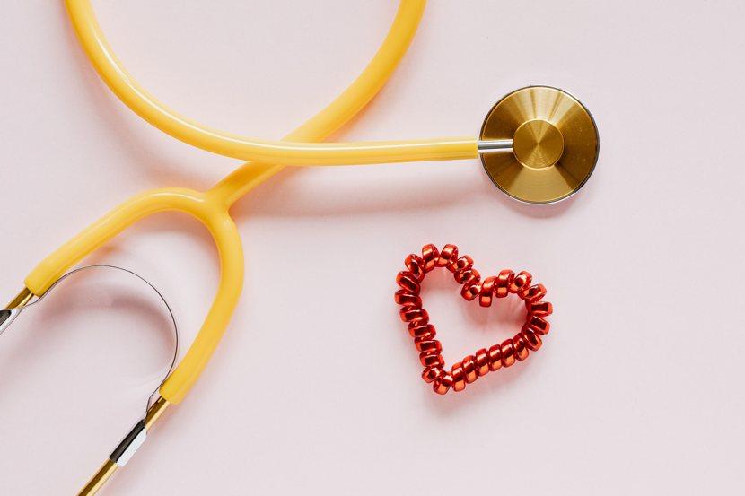 Fecondazione eterologa, immagine simbolica: uno stetoscopio e un cuoricino